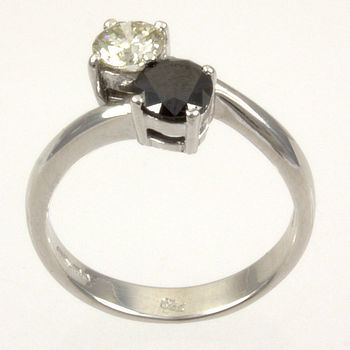 18ct white gold Diamond 84pt 2 stone Ring size M
