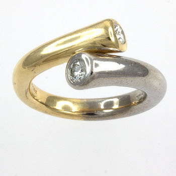 18ct gold 2 tone Diamond 26pt crossover Ring size L