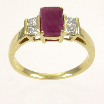 18ct gold Ruby / Diamond 3 stone Ring size N