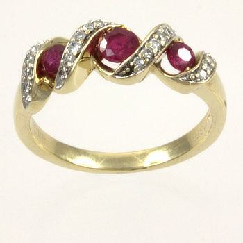 9ct gold Ruby / Diamond 3 stone Ring size M½