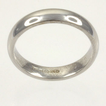 9ct white gold 4g Band Ring size N