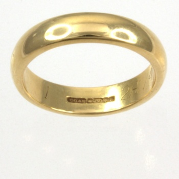 18ct gold 4.2g Band Ring size I½