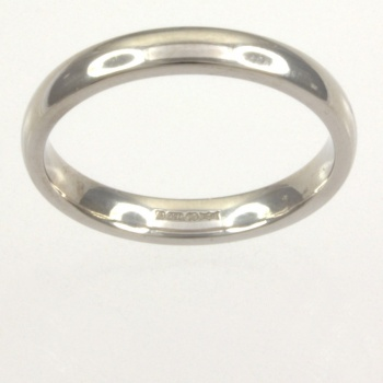 18ct white gold 3.5g Band Ring size M
