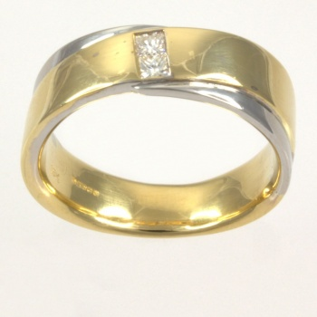 18ct gold 2 tone Diamond Band Ring size V