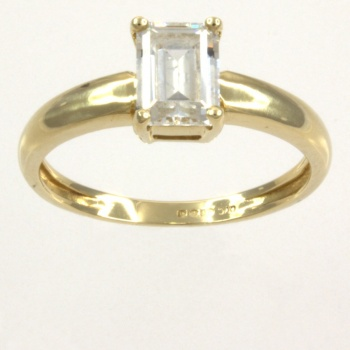 14ct gold C.Z. Single stone Ring size O
