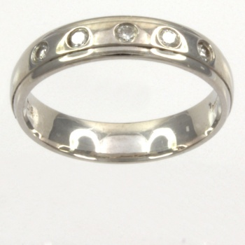 18ct white gold Diamond Band Ring size K