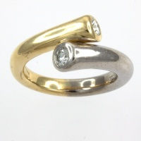 18ct gold 2 tone Diamond 26pt crossover Ring
