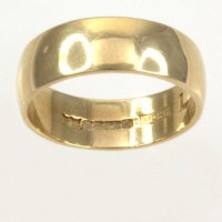 9ct gold 4.0g Band Ring size M